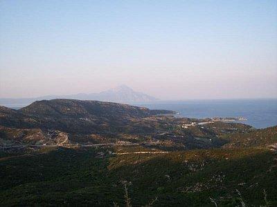 Kalamitsi, v pozadí Athos (nahrál: Jaro)
