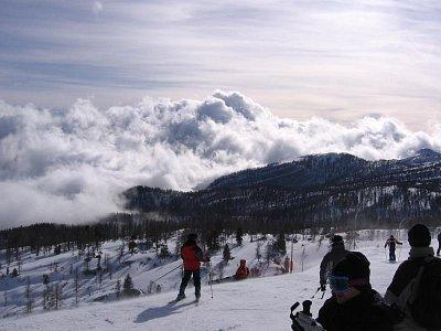 o víkendech větší množství lyžařů (nahrál: admin)