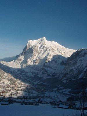 Wetterhorn - Zde je hora Wetterhorn a pohled na Grindelwald (nahrál: monika)