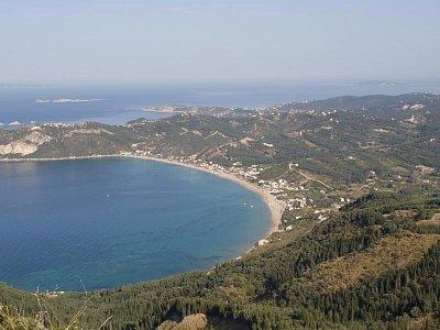 Zaliv u Ag.Georgios - Podle mne nejlepší pláž na Korfu,bezva přístup,písek,vybavenost místa.Průzračná voda. (nahrál: straka václav)
