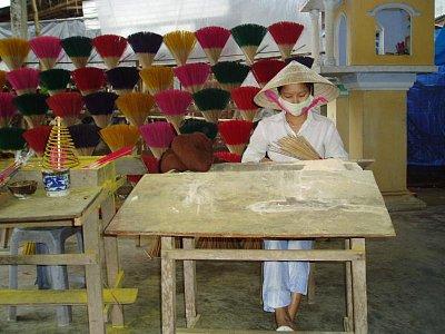 Tradiční výroba tyčinek (nahrál: admin)