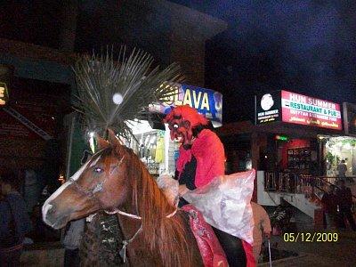 Praha cafe - Cert prijel na koni a Andel s Mikulasem na velbloudovi,ha ha.... (nahrál: BaR)